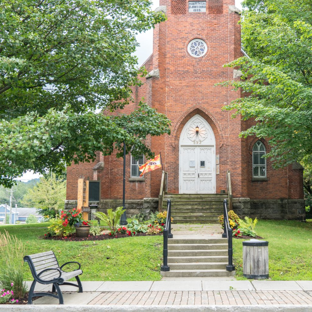Bromont historical city centre - Walks in the Eastern Townships, Quebec