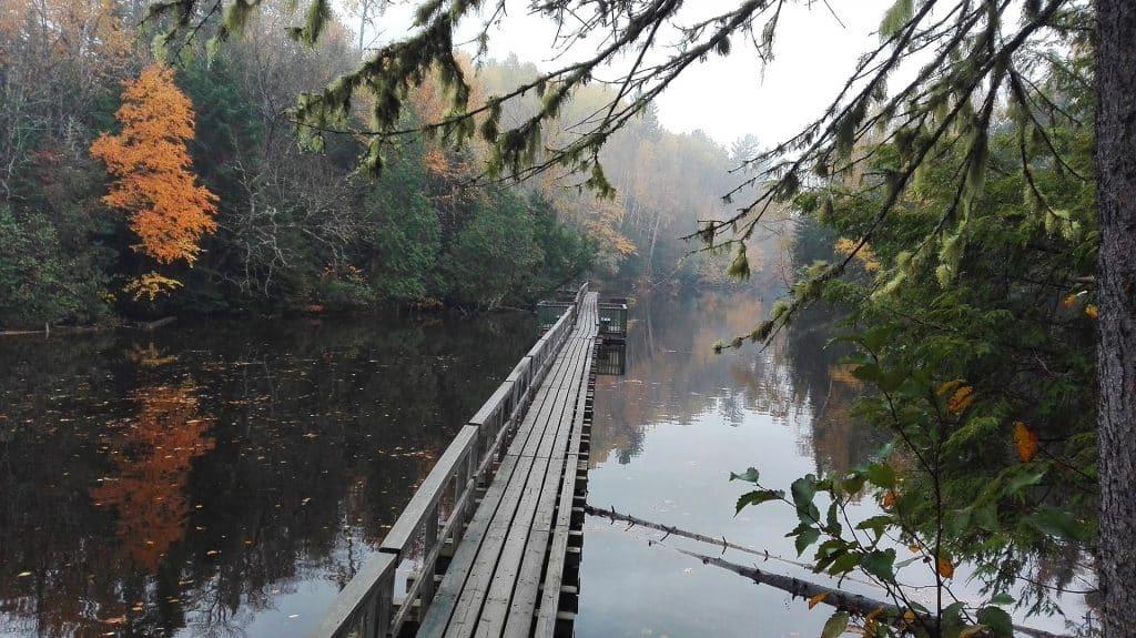 Bridge over lake - Mauricie National Park - Where to hike near Montreal - Aurore Duwez on Pixabay